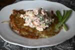 Рёшти с салатом из копченой рыбы