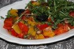 Южно-африканский салат с перцами и черносливом