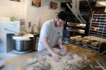 Пекарь формует Engelbrot