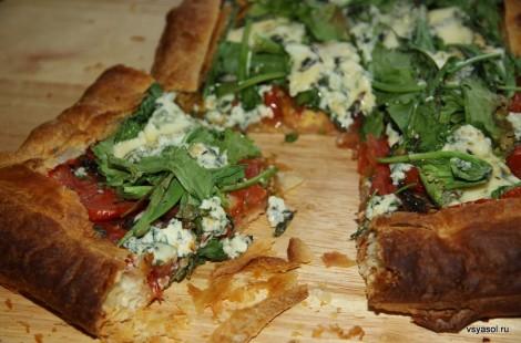 Летний пирог с помидорами и сыром