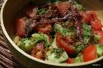 Салат с молодым картофелем, анчоусами и хлебными крошками