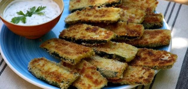 Запеченные в хлебных крошках цукини с йогуртовым соусом