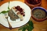Жареный окунь с обожженными баклажанами и луком по-сицилийски