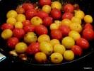 Обжариваем помидоры черри