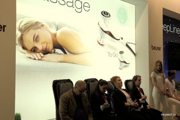 Бесплатный массаж точно не помешает посетителю огромной выставки, на которой ттолько и успеваешь крутить головой
