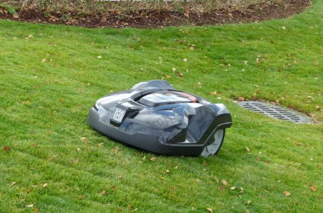 Помощник садовника Fazer: газон стрижет робот