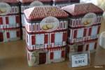 Во французской Басконии печенья продают в коробках, стилизованных под баскские дома