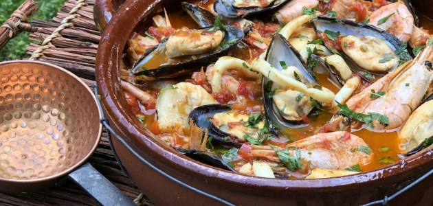 Касуэла с морепродуктами