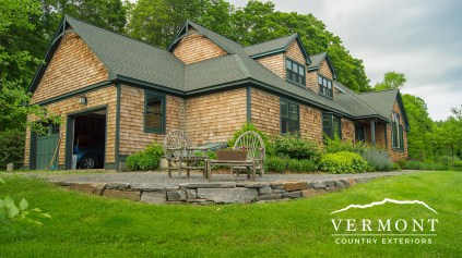 Power washed cedar home in Burlington, VT looks clean and is algae and mold free