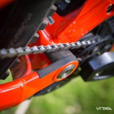Le parcours de la chaîne est particulièrement soigné. Tant mieux, pour cet élément qui peut être particulièrement mal mené par l'assistance électrique...