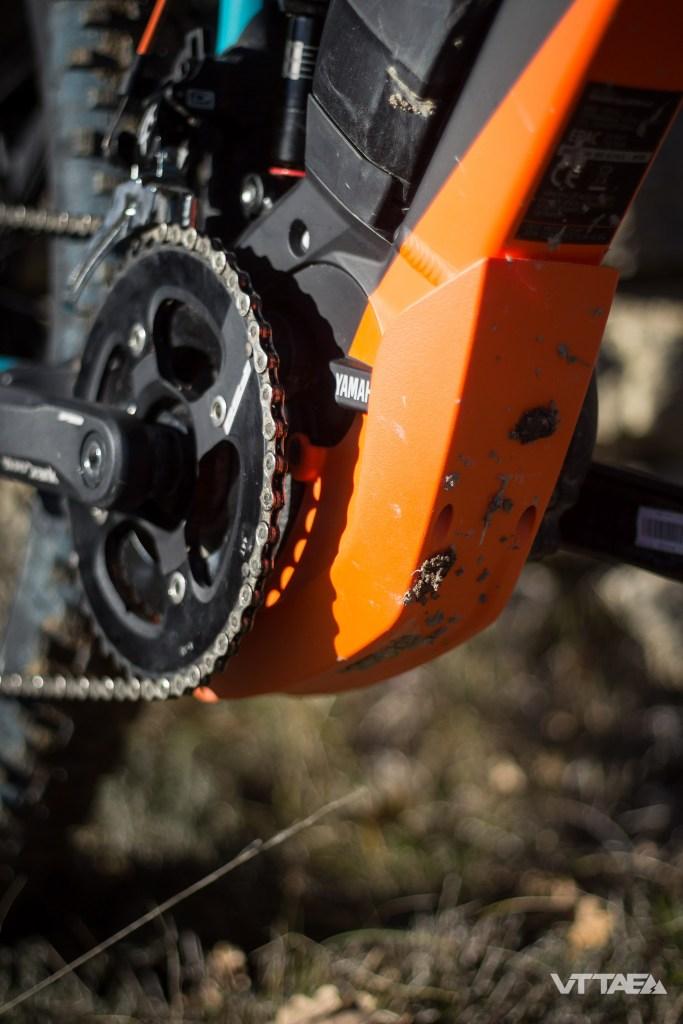 Le moteur profite d'une meilleure intégration, notamment sous le vélo, où un sabot spécifique à la marque vient protéger des éventuels impacts.