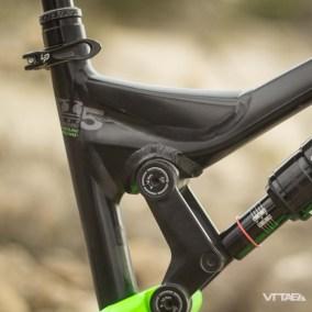 Des lignes renforcées par de nombreux renforts, pas toujours des plus gracieux, mais synonyme d'un certain souci d'assurer une fiabilité certaine au vélo.