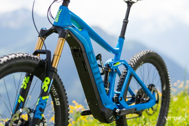 Côté roues, BMC introduit ici sa première interprétation du format de pneus plus, 2.8 pouces. Roues DT et pneus Maxxis dans tous les cas.