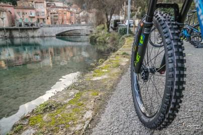 Nouvelles roues Mavic spécifiques VTTAE. 40mm de largeur interne, elles donnent le ton du vélo...