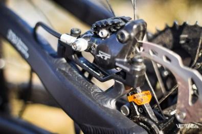 Le changement de longueur, donc l'inversion de l'offset demande d'enlever l'adaptateur de frein...