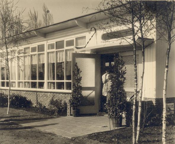Verenigingsgebouw net na de opening in 1954