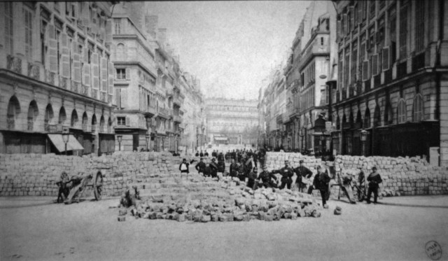 Barricade_place_Vendome_Commune_Paris_1871