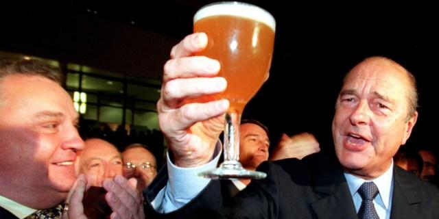 BEP/CEDRIC JOUBERT/LES DNA ; JACQUES CHIRAC EN VISITE A STRASBOURG LE 20/01/99 TRINQUE A LA SANTE DE TOUS LES FRANCAIS.