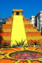 Los jardines son el teatro de la construcción de monumentos de naranjas y limones de temas diferentes cada años. Foto © depositphtotos /Gilles_Paire