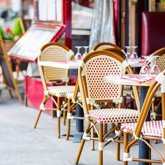 Bistro Restaurant en París Foto: ©depositphotos/romrodinka