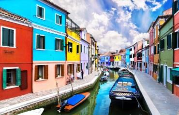 Las alegres fachadas de colores de Burano - Imagen: ©depositphotos.com/EM_prize