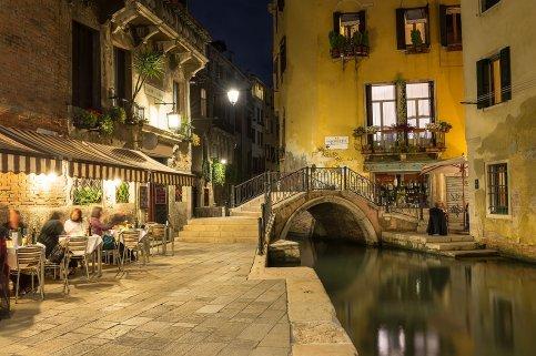 Canal en Venecia, Italia.