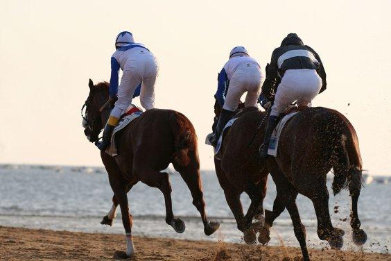 La playa de Sanlúcar acoge carreras hípicas en verano