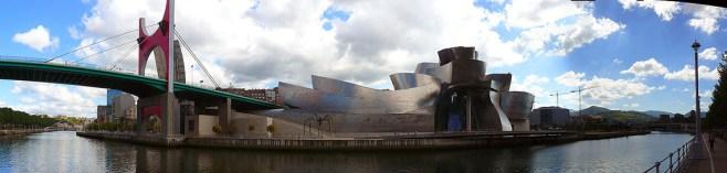 Vista panorámica del Museo Guggenheim Bilbao porFernandopascullo(CC BY 3.0), via Wikimedia Commons