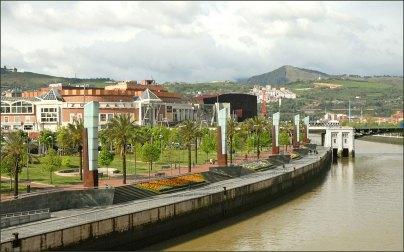 Paseo en la Ria de Bilbao porJean-Pierre Dalbéra(CC BY 2.0)