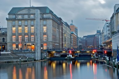 Imagen: Canal de Hamburgo por Jürgen Stemper (CC BY-SA 2.0)