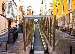 Escaleras mecánicas de acceso a la zona alta de la parte vieja
