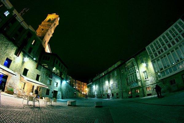 Plaza del Machete característica por su forma irregular por Roberto Cacho Toca, (CC BY-SA 2.0)