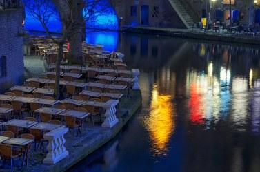 Terrazas. Canal Oudegracht en Utrecht, Holanda