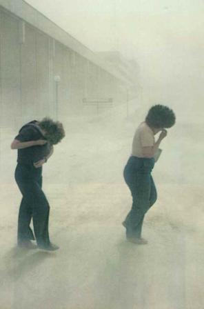 asregen in de stad Yakima, Washington na de uitbarsting van Mount St. Helens van 18 mei 1980