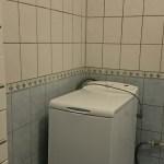 Pesukone valmiina kylpyhuoneessa