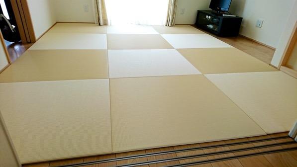 違う角度から見た置き畳を全面に敷いた部屋