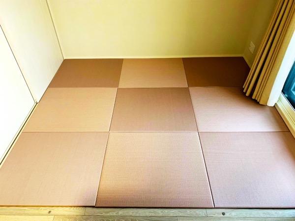 畳を敷いた部屋ピンク畳