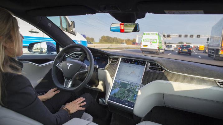 Poste du chauffeur d'une Tesla
