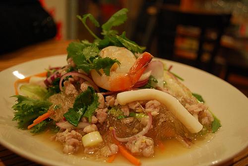 Salade de nouilles transparentes épicées (Yum Woon Sen) (ยำวุ้นเส้น)