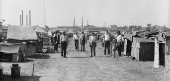 Notice the Navy Yard behind. Credit: Library of Congress (LC-DIG-hec-36887)