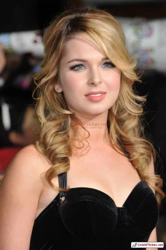 Kirsten Prout at The Twilight Saga: New Moon Premiere-01