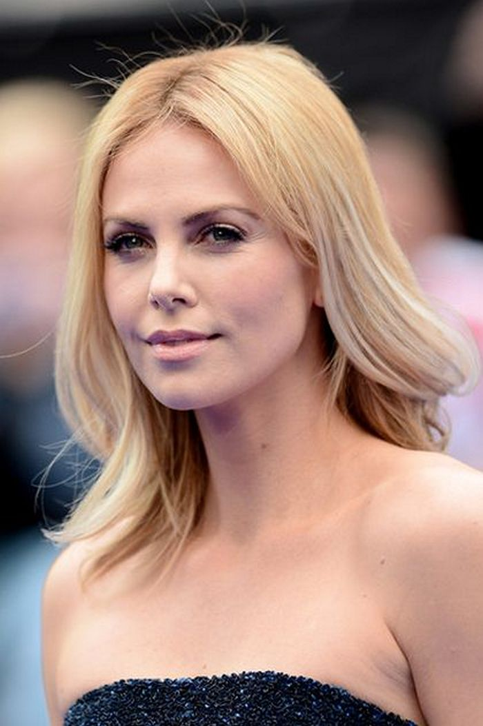 Charlize Theron Before and After Gaining 50 Pounds for Tully Movie (5 Photos) -01
