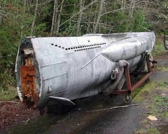 17 Funny Pictures Of Unseen Deserted Submarine -04