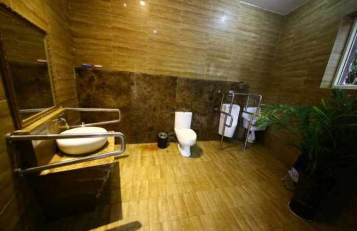 14 Pictures of Five Star Toilet In China Will Blow Your Mind - 11