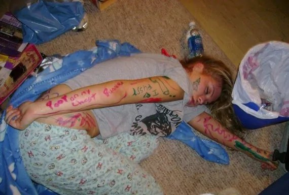 Drunk Girls Are The Best In Party (18 Pics) -01
