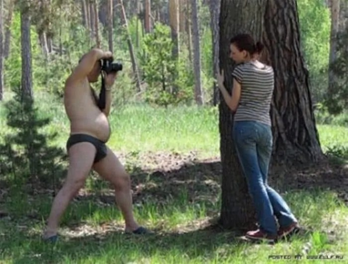 35 Funny Photos of Photographers Taking Pictures -03