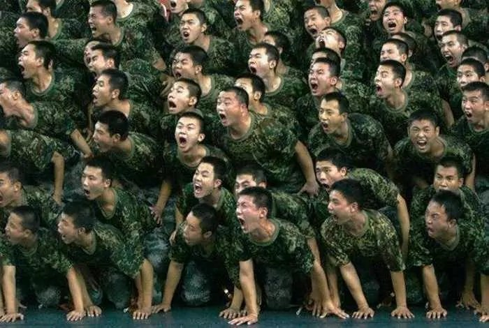 Crazy And Funny Soldiers From China - 12 Photos -05