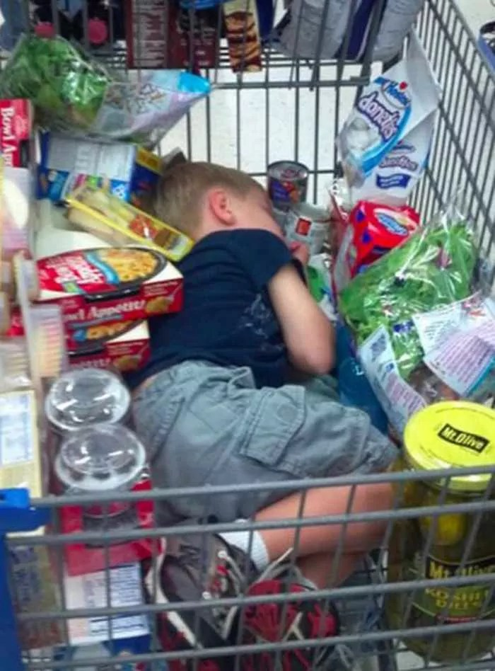 25 Meanwhile Kids At Shopping Mall Pictures Will Make You LOL -05