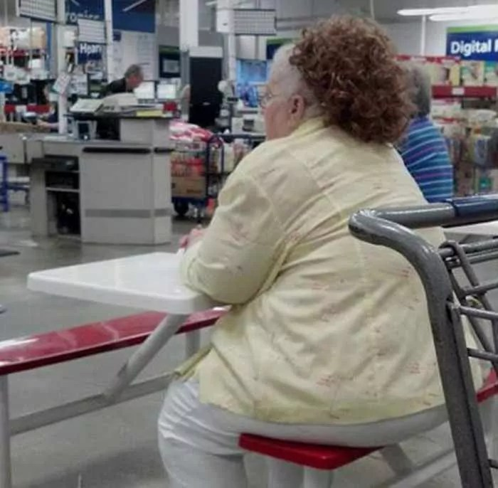 Funny And Strange People Seen In Wal-Marts - 35 Pics -05