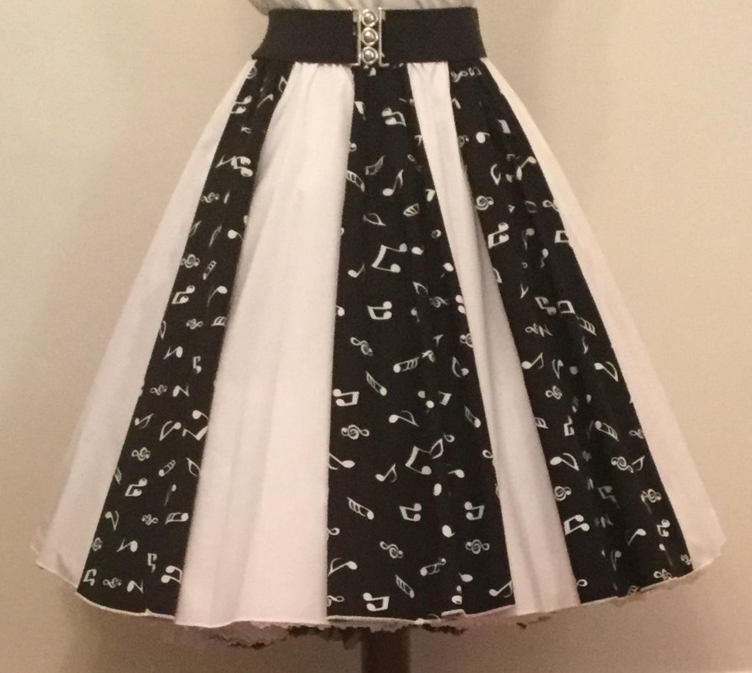 Blk Small Music Notes / Plain White  Panel Skirt